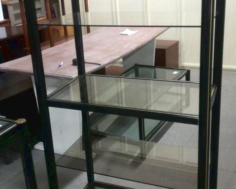 Espositore in ferro e vetro
