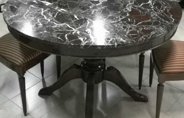 Tavolo con marmo