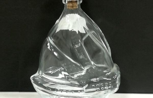 Bottiglia a forma di veliero