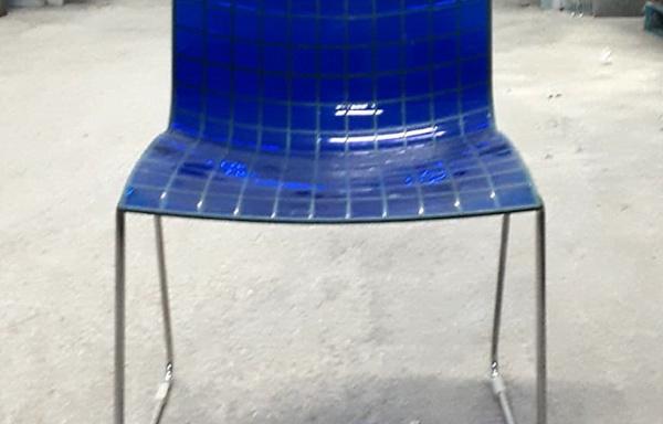 Sedia in policarbonato blu