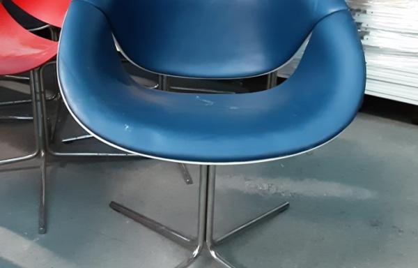 Sedia/poltrona in ecopelle blu