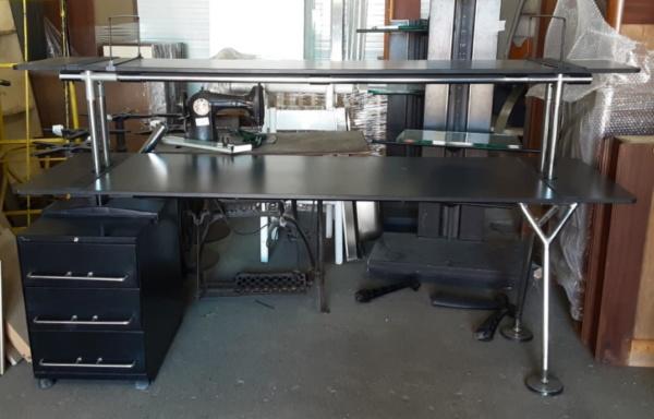 Retro scrivania con cassettiera