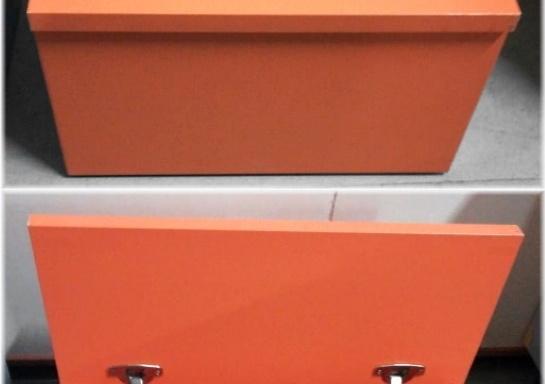 Grande scatola arancione