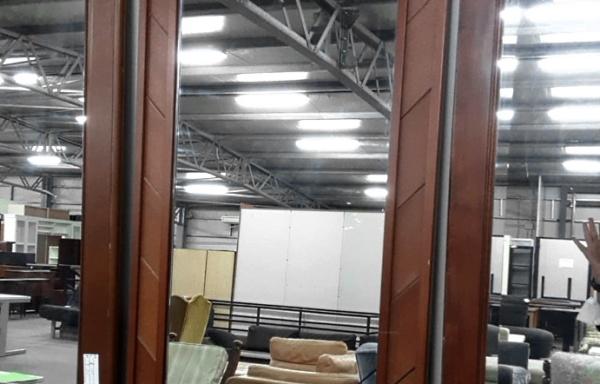 Specchio con cornice laterale