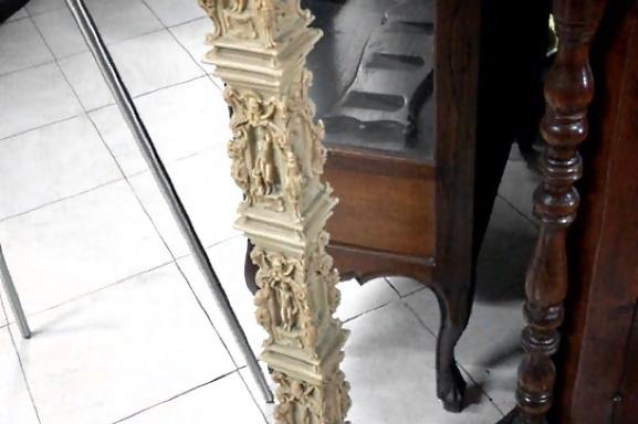 Colonna intagliata