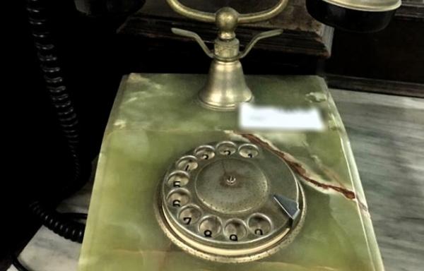 Telefono vintage in onice verde