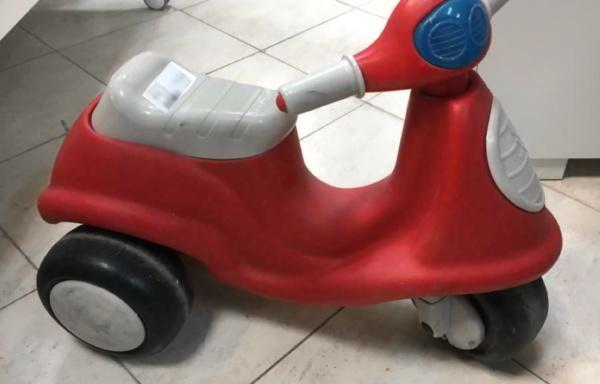 IN OFFERTA  Vespa rossa Chicco a triciclo