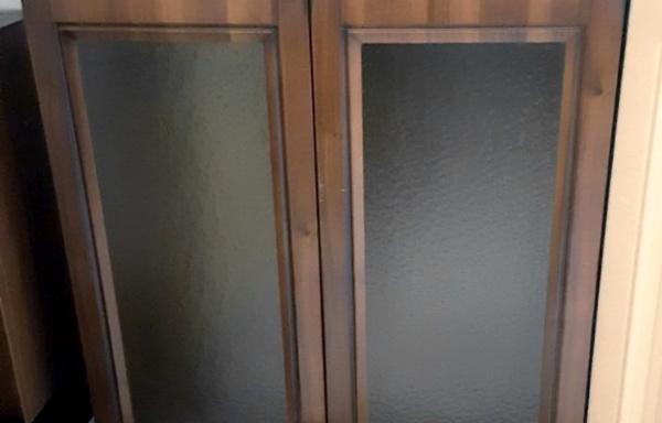 Pensile a doppia anta in vetro