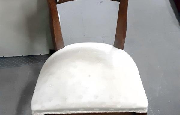 Sedia in tessuto damascato
