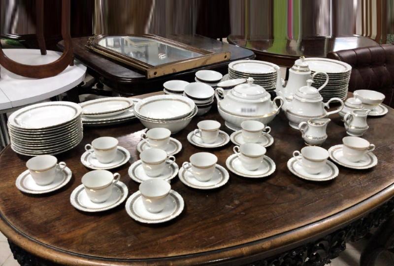 Servizio completo da tavola composto da 100 pezzi in porcellana di Bavaria