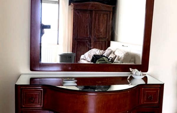 Mobile da ingresso con specchio