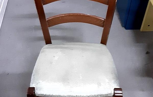 Sedia con seduta imbottita