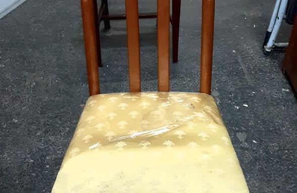 Sedia con seduta senape